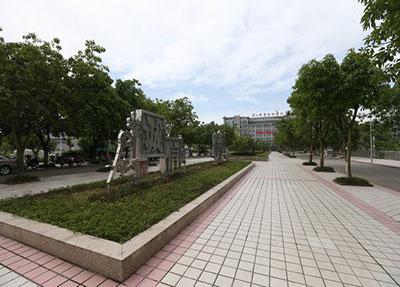 学校小广场