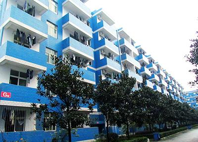 蓝色的宿舍楼