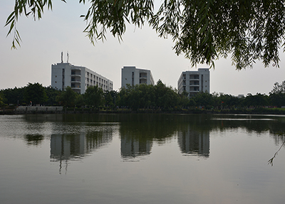 女生公寓(临湖轩、迎波楼、瑞云楼)紧临博雅湖