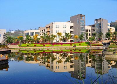 学校湖水风景.jpg