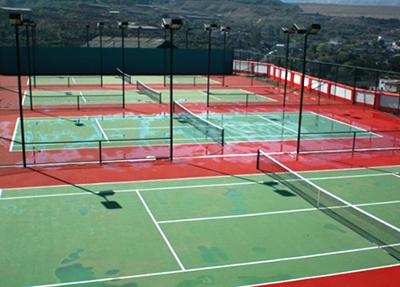 学校网球场