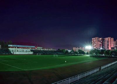 足球场夜景.jpg
