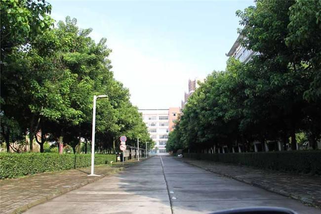 南充外国语中等专业学校