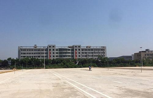 东南中等专业学校