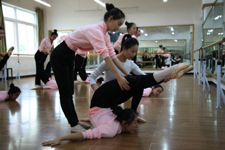 云南初中毕业读幼师要几年