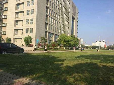 云南昆明工业学校乘车线路怎么走