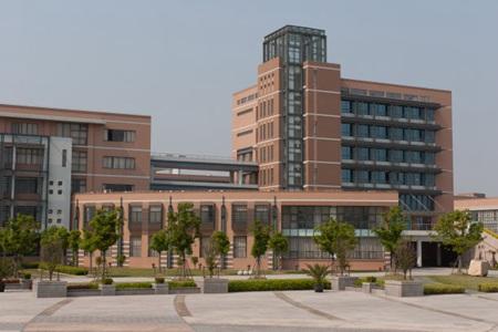 重庆青年职业技术学院学费是多少?