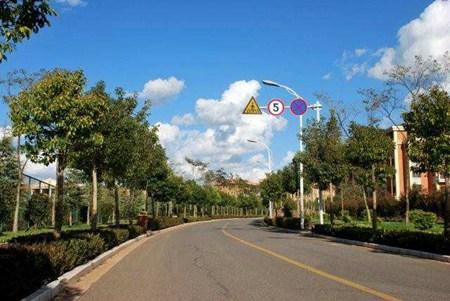 甘洛县职业技术学校乘车线路怎么走?